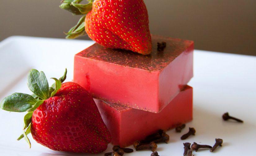 Manfaat Kesehatan dari Sabun Buah Strawberi