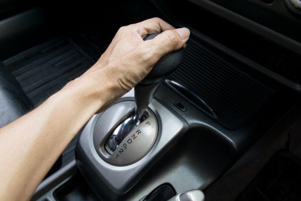 7 Hal Yang Harus Dihindari Saat Mengemudi Mobil Transmisi Otomatis