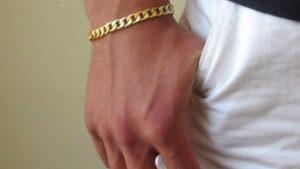 Aturan Penggunaan Gelang Emas Pria Asli untuk Penampilan Sehari-hari
